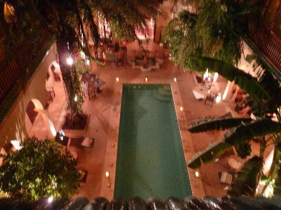 Demeures d'Orient : Pool am Abend