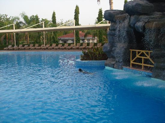 Al Nahda Resort & Spa : pool area