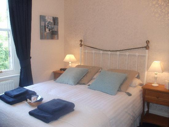 Bod Gwynedd Bed & Breakfast: Room 4. 1st floor, kingsize bed.