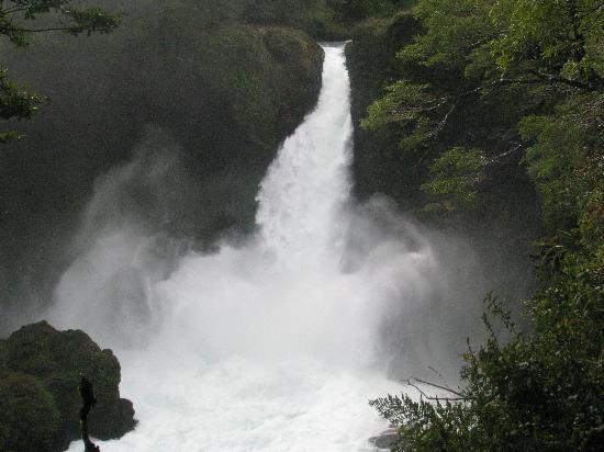Neltume, Chile: Caida del Huilo Huilo