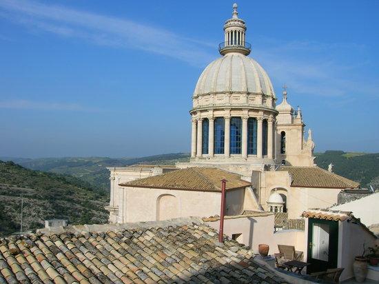 Ραγκούσα, Ιταλία: Il Duomo e la sua cupola viste da dietro