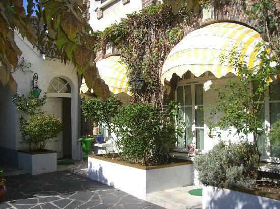 Sens, France : Cour (Vue patio)