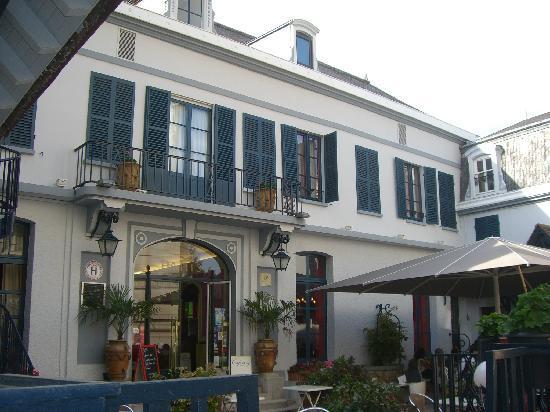 Sens, France : Facade hotel