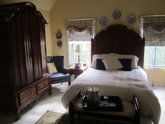 Longacre: The master bedroom of the Maisonette Suite.