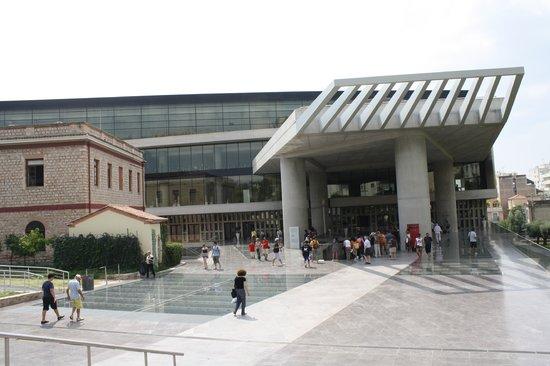 Μουσείο Ακρόπολης: entrance to the Acropolis museum