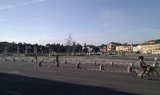 BEST WESTERN Hotel Biri Padova : Prato della Valle, spazio stupendo ed enorme
