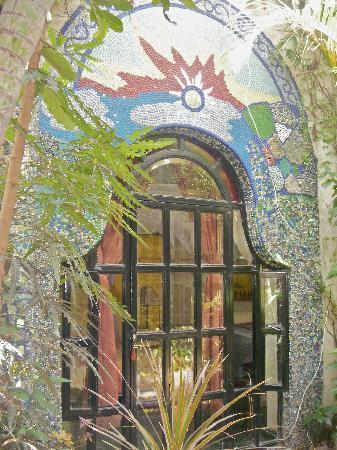 Las Sabilas: Marble mural