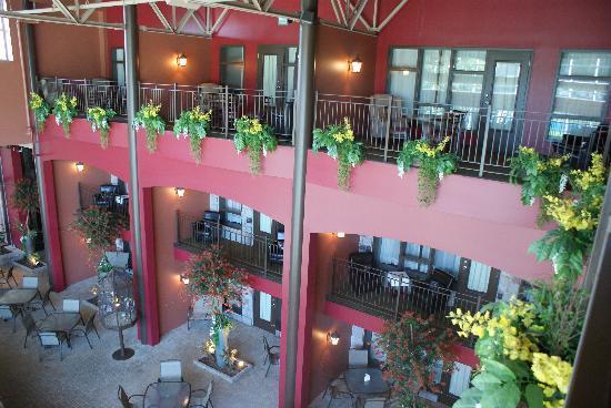 Hotel Universel Quebec: Les suites qui donnent sur la piscine...