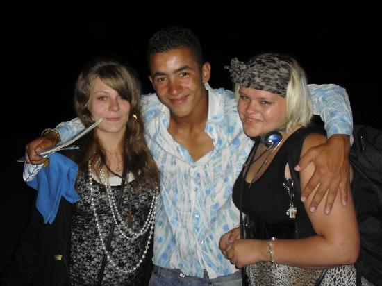 Le Nil Bleu : khalid a worker and my 2 daughters