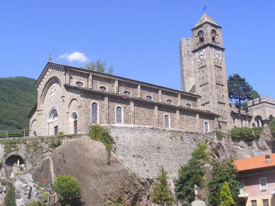 Hotel Bergagna: Chiesa