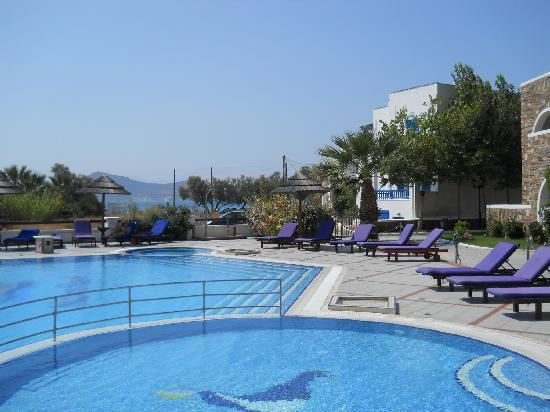 Naxos Resort Beach Hotel: Poolside