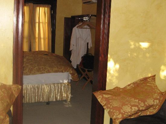Ashland Creek Inn: entrance to bedroom