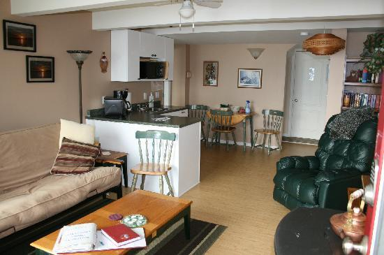 Cherry Point Place Oceanfront Suites: Fully stocked kitchenette