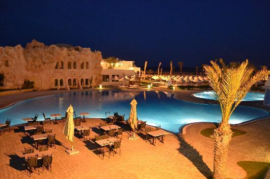 Club Diana Rimel Djerba: la piscine la nuit