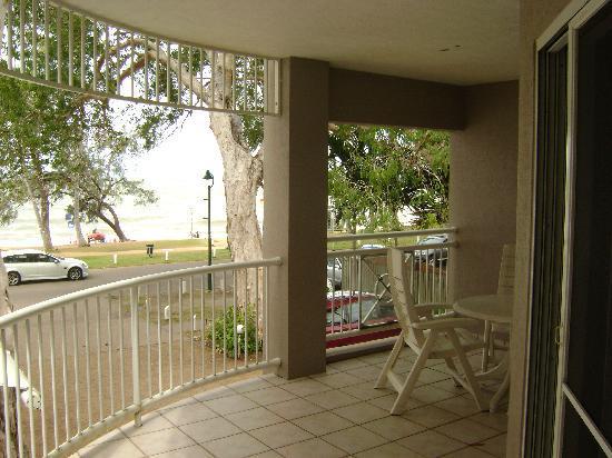 Coral Horizons Beachfront Apartments: vista dal balcone