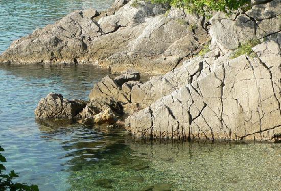 Opatija, Croacia: rocky beach on the way to Lovran