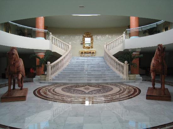 Iberostar Grand Hotel Paraiso: Stair case with horses