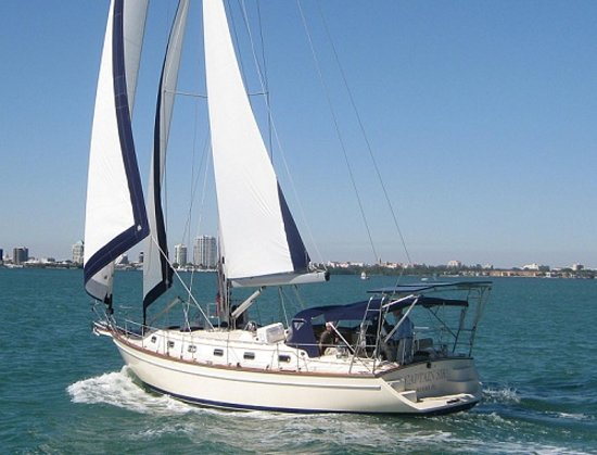 Captain Sir Charters - Private Day Tours: Sail in comfort and class!