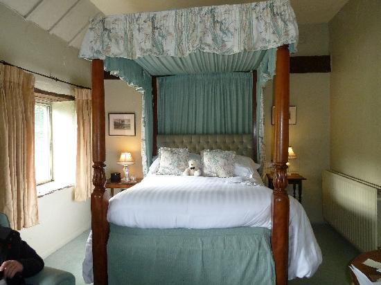 Riber Hall: FOUR POSTER BED ROOM 9