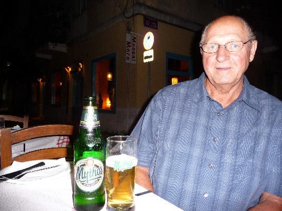 Το Όμορφο Ταβερνάκι: Gotta love the Greek beer!