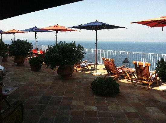 Maison La Minervetta: The deck overlooking the bay