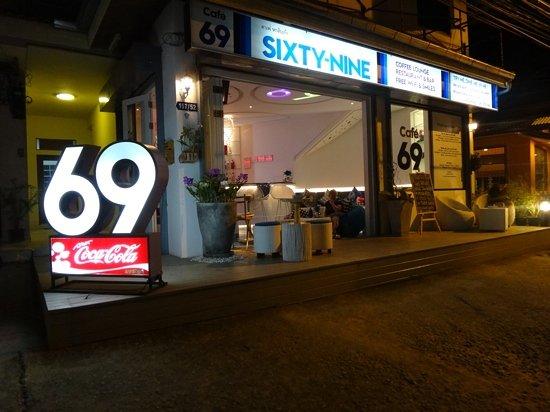 Cafe 69 : Blick von Aussen