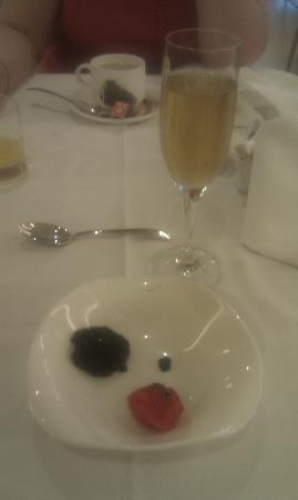 Riviera Beachotel: breakfast caviar and cava