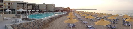 Karteros, กรีซ: Spiaggia super ordinata!!!!!