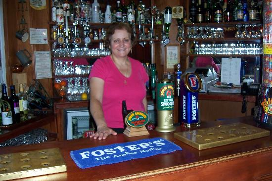 Arundel Private Hotel: Eleni at the Bar