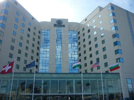 Hilton Sofia : L'hôtel depuis le parking
