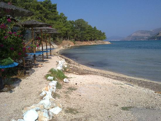 Mirabel City Center Hotel: Small beach