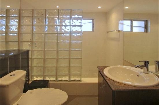 Amara Suites: Diamond Modern Bathroom