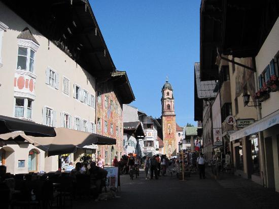 Altstadt (Old Town) Mittenwald : Altstadt mit Kirche
