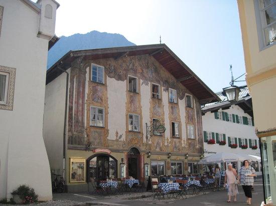 Altstadt (Old Town) Mittenwald : hist. haus