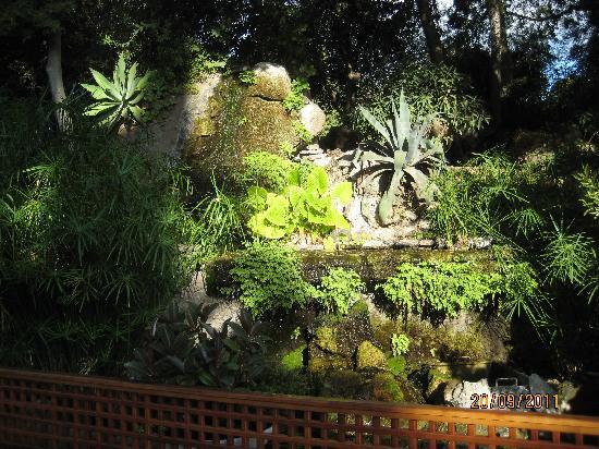 Atahotel Naxos Beach : les jardins et fontaine