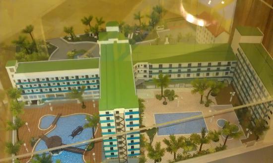 Golden Taurus Aquapark Resort: Maquette de l'hotel de derrière