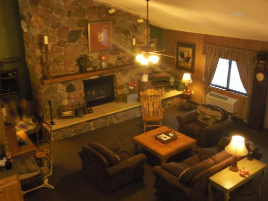 Baymont by Wyndham Kasson Rochester Area: Nothing beats a nice warm fireplace