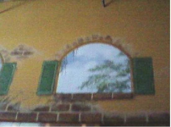Vito's Ristorante & Pizzeria: Wall painting above the kitchen