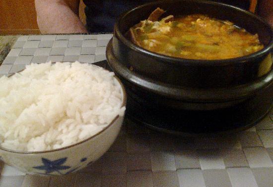 Hanil: Korean spicy beef soup