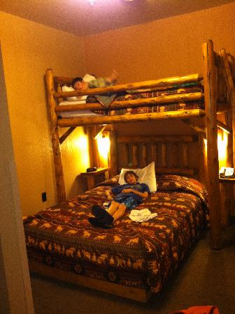 Glacier Canyon Lodge: Glacier Lodge kids bedroom