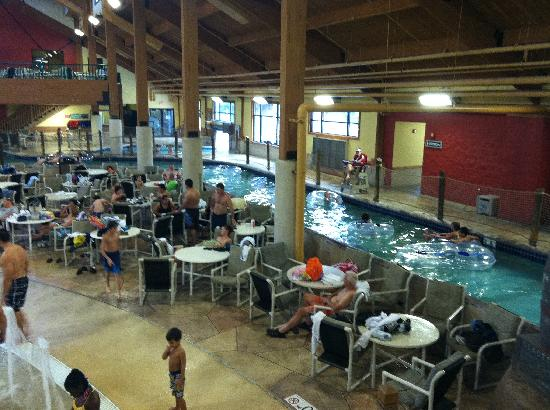 Glacier Canyon Lodge: Klondike Cavern: Part of lazy river.