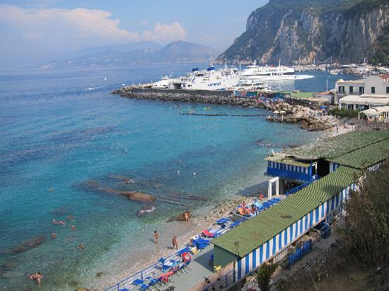 Hotel La Tosca: Free Beach at Marina Grande