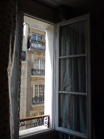 Hotel Mistral : window in our room