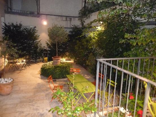 Hotel Mistral: Inner garden area