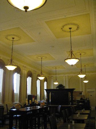Hampton Inn & Suites Providence Downtown : Fantastic old bank room