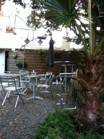 Hotel Colbert: giardino