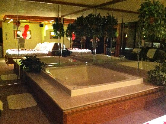 Exceptionnel Sybaris Northbrook: Biggest Bathtub EVER