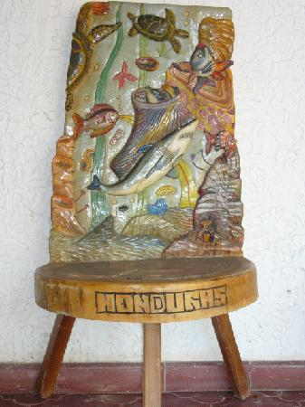Jicaro Galan, Honduras: Beautifully-carved chair - Hotel Oasis