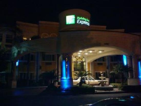 Holiday Inn Express Garden Grove: Arrival picture.