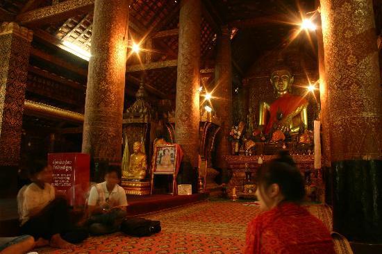 Luang Prabang Night Market: Wat Xiang Tong